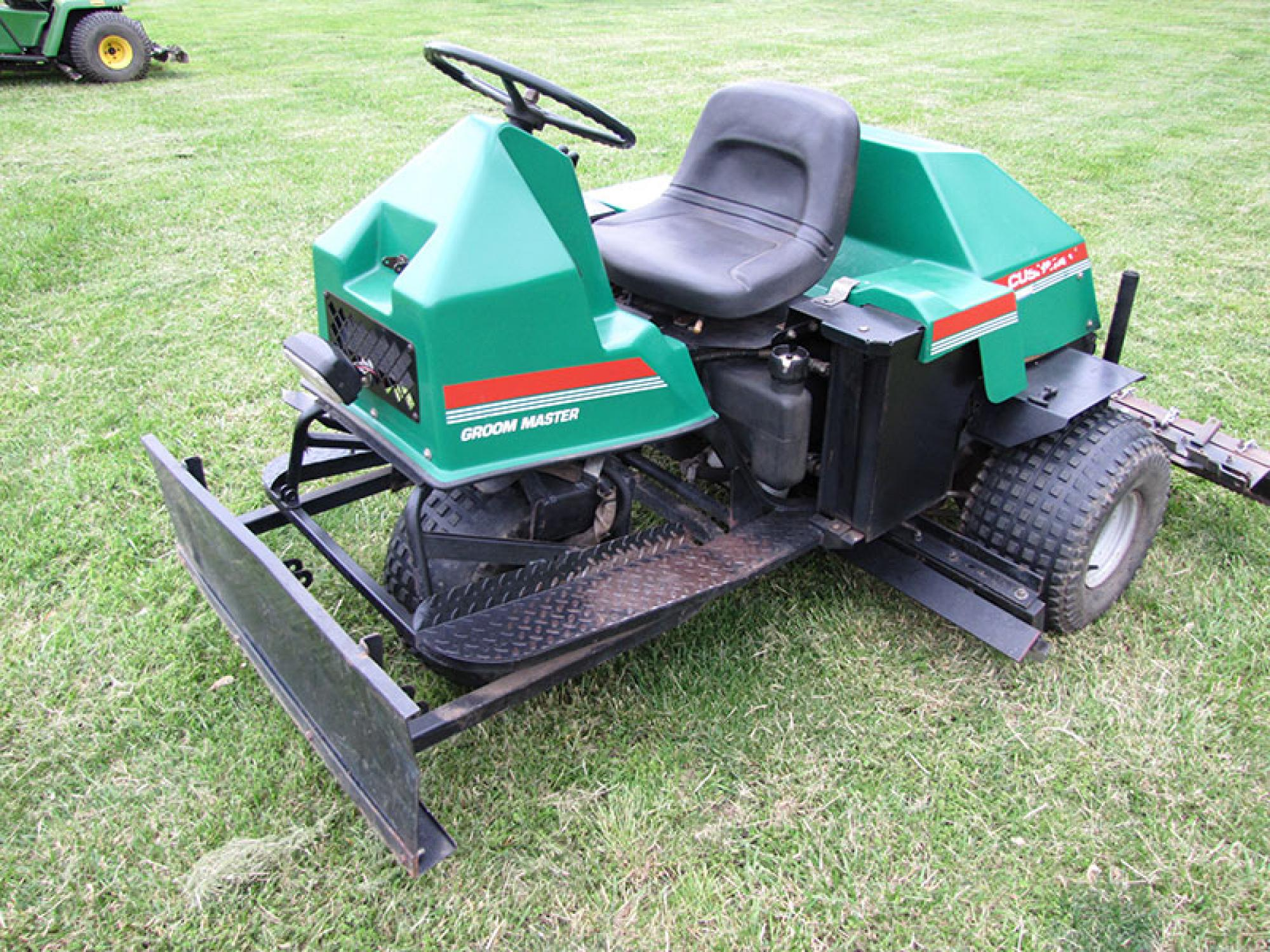 turf maintenance golf course equipment auction the wendt group rh thewendtgroup com Cushman Groom Master Attachments For Cushman Groom Master Infield Groomer